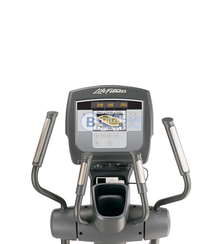 Сервизиран и почистен професионален крос тренажор life fitness 95x inspire