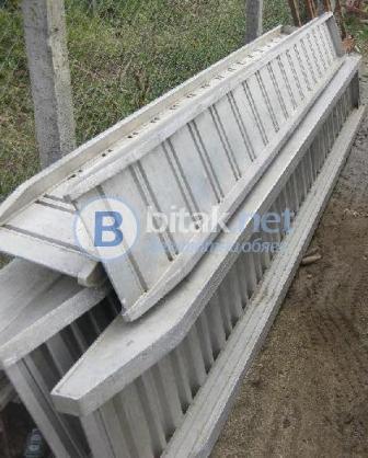 Продава се: алуминиеви рампи за товарене на машини.