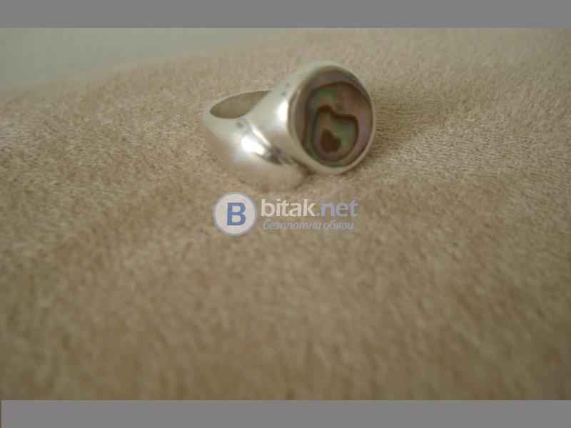 Сребърен пръстен с камък