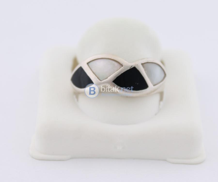Сребърен пръстен - 4,15 гр - 12.50 лв