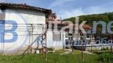 Продавам къща с двор в с. Горно Камарци - Софийско