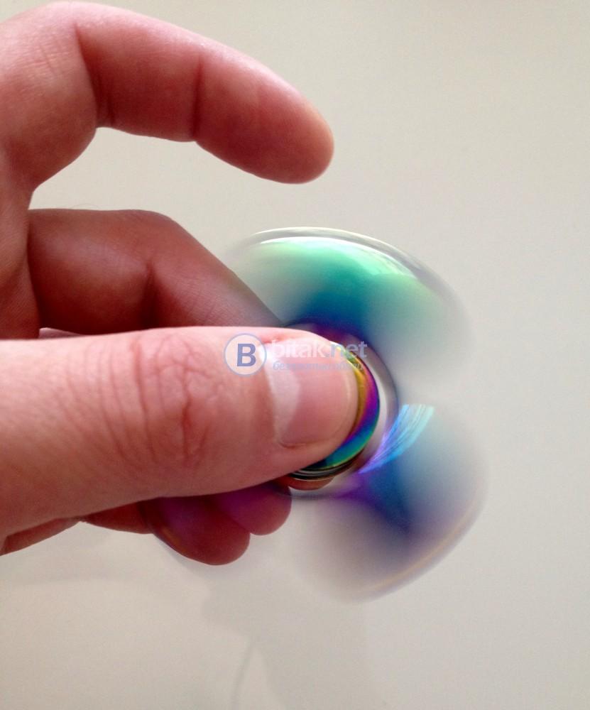 Малък Метален цветен Спинър Tri Hand Finger Spinner Fidget