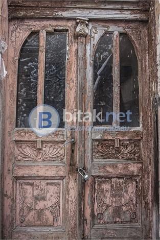 Реставриране на входна дървена врата