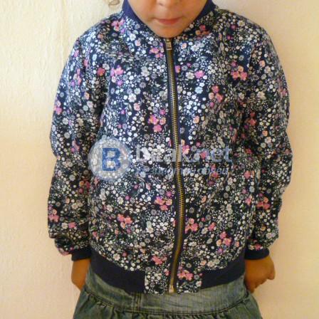 Ново якенце за момиче подходящо за 6 до 7 години. Материята е много приятна, цветовете също. Нежно и