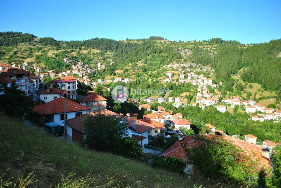 Недвижими имоти и туризъм в Момчиловци, Смолянско