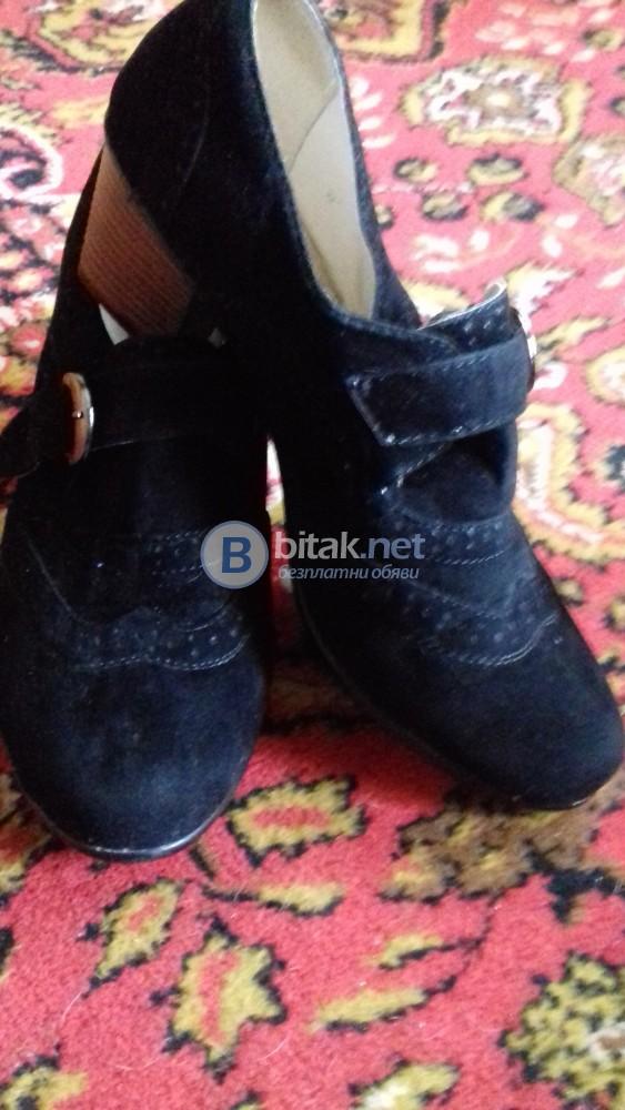 Продава дамски  черни велурени обувки