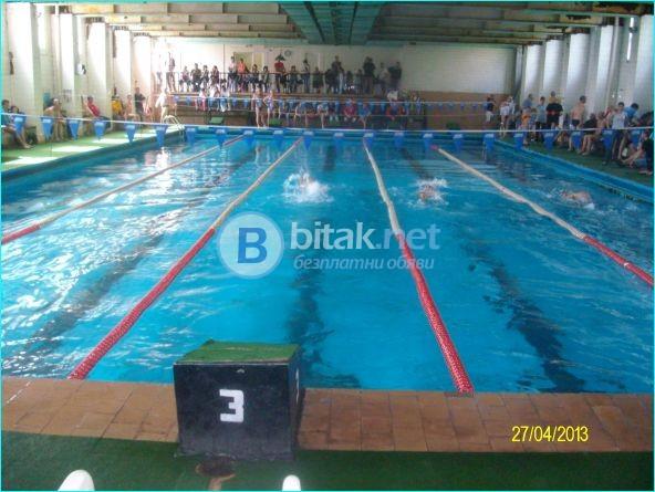 Уроци по плуване за напреднали и начинаещи.