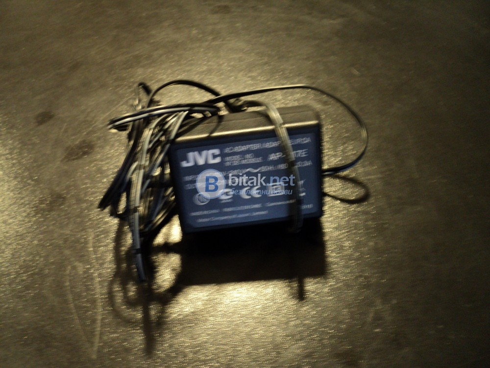 Продавам оригинално зарядно за видеокамера JVC модел AP-V17E