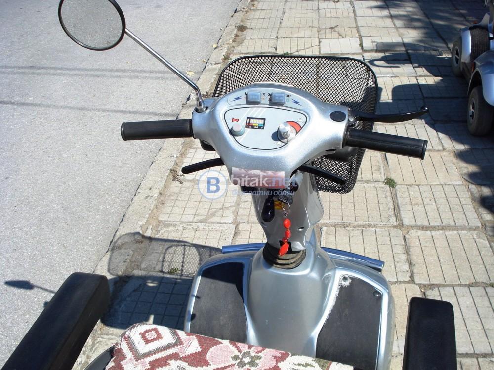 Продавам електронна инвалидна количка