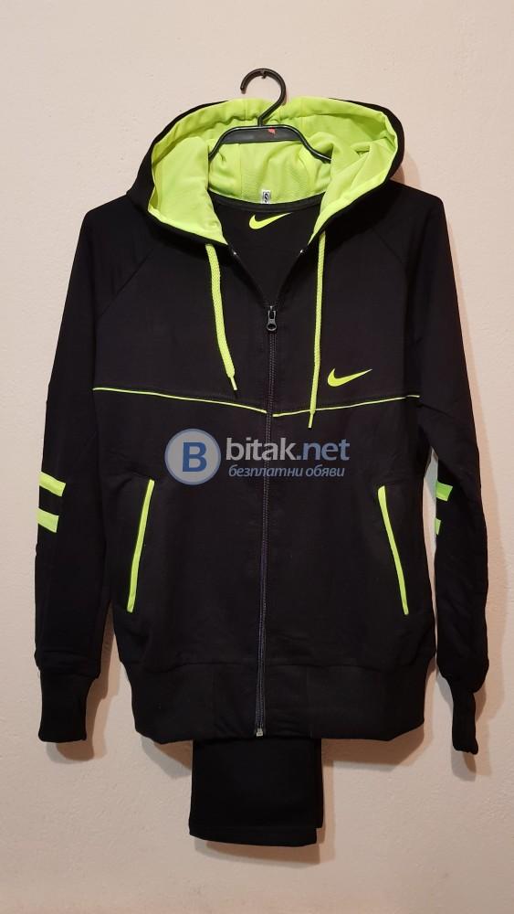 Дамски спортен анцуг Nike