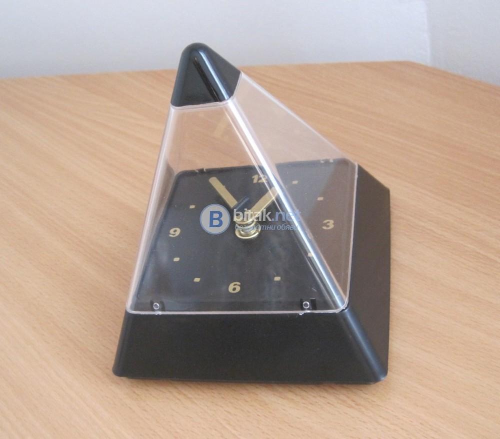 Настолен часовник Пирамида