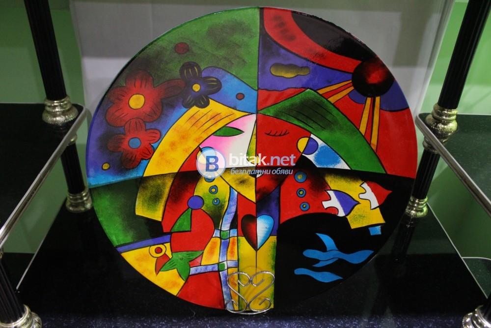 Ръчно изработени  рисувани чинии 45 см диаметър от екзотична дървесина.Красивият подарък!