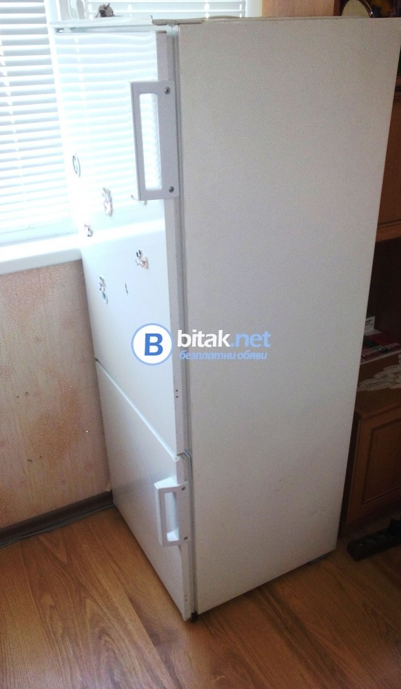 Продавам хладилник за вграждане AEG