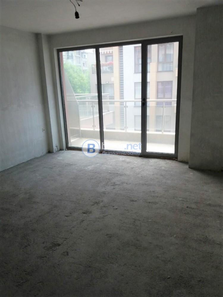 Апартамент с 3 спални, 3 бани, паркомясто Кършияка