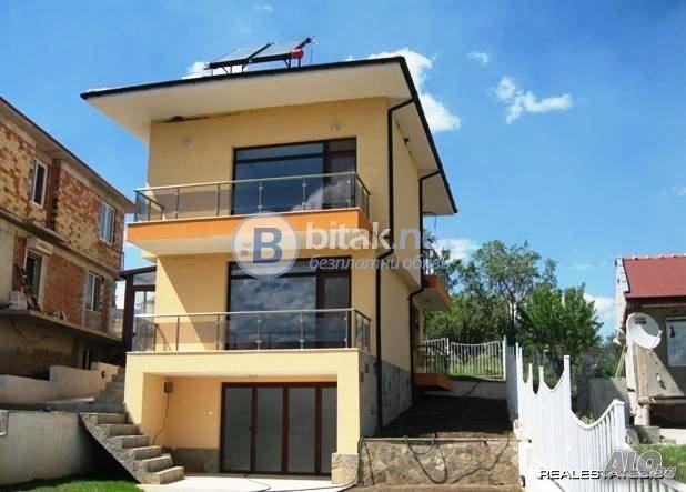 продажба на третажна луксозна къща в с.Каменар