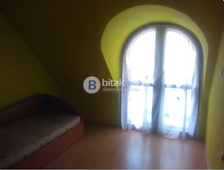 Тристаен обзаведен апартамент в Кършияка