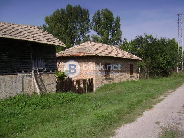 Къща до река