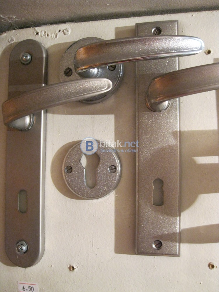 Дръжки за врати /шилдове/