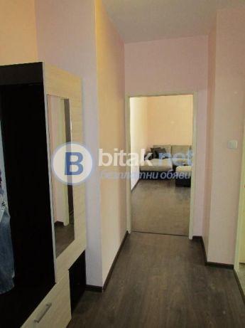Четиристаен апартамент в кв.Въстанически