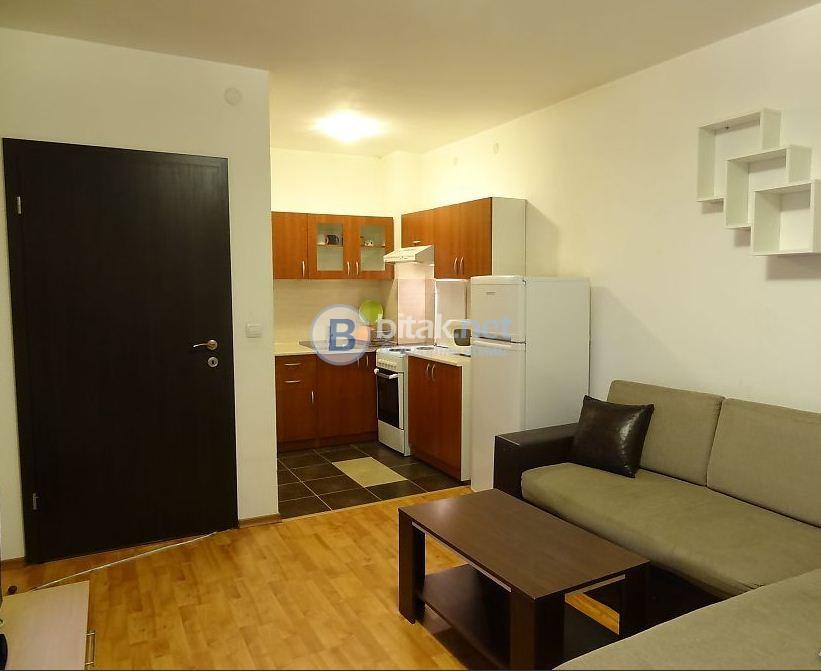 Двустаен апартамент в Център до Авеню.