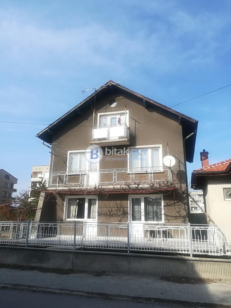 продавам ИМОТ къща +3ет.къща +парцел 1142кв.м.