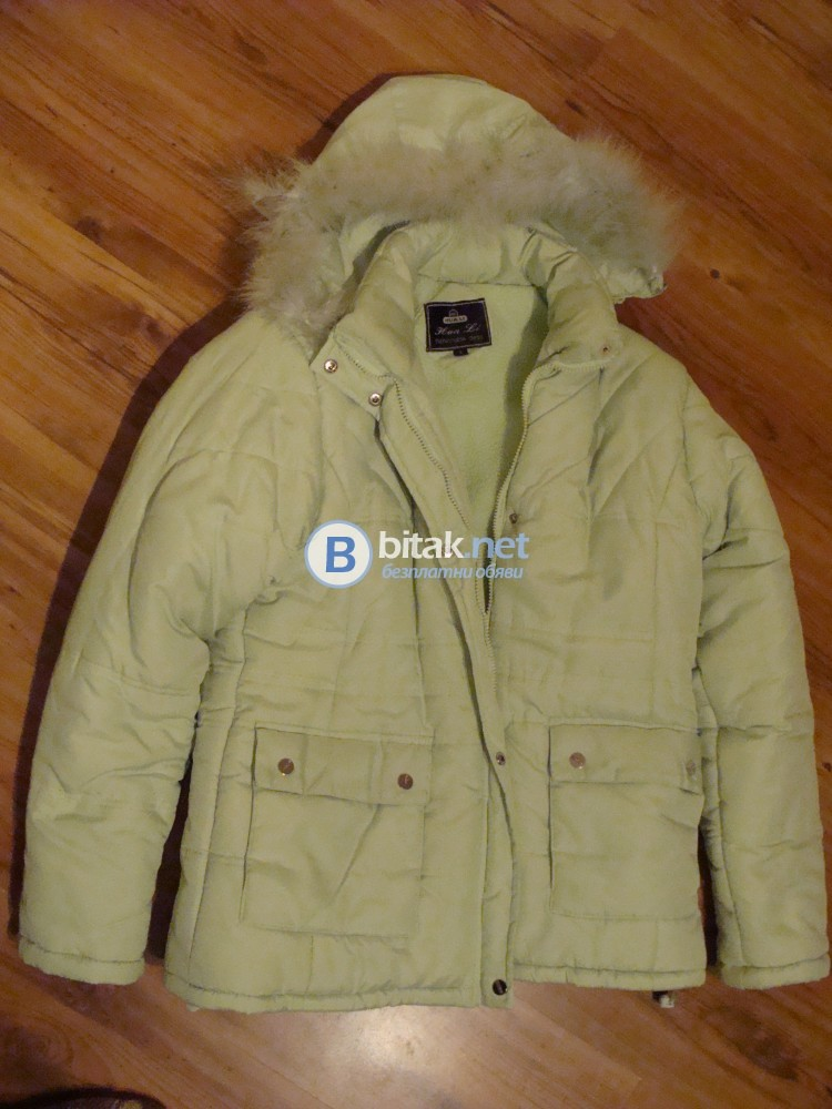 Продавам атрактивно дамско зимно яке.