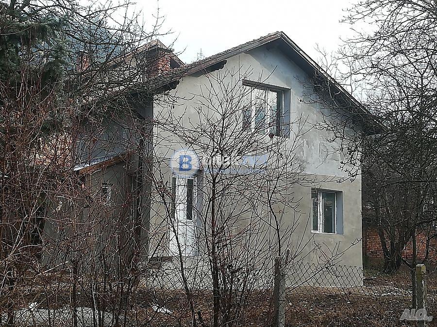 Kъща до София-15км.Санирана+ПВЦ дограма.