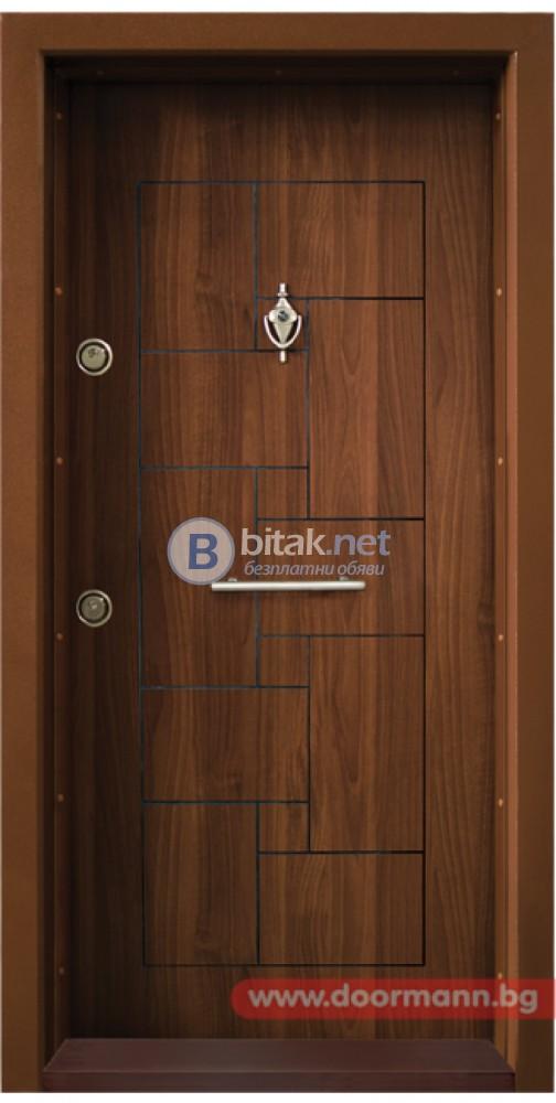 Блиндирана входна врата код Т100, цвят Златен дъб