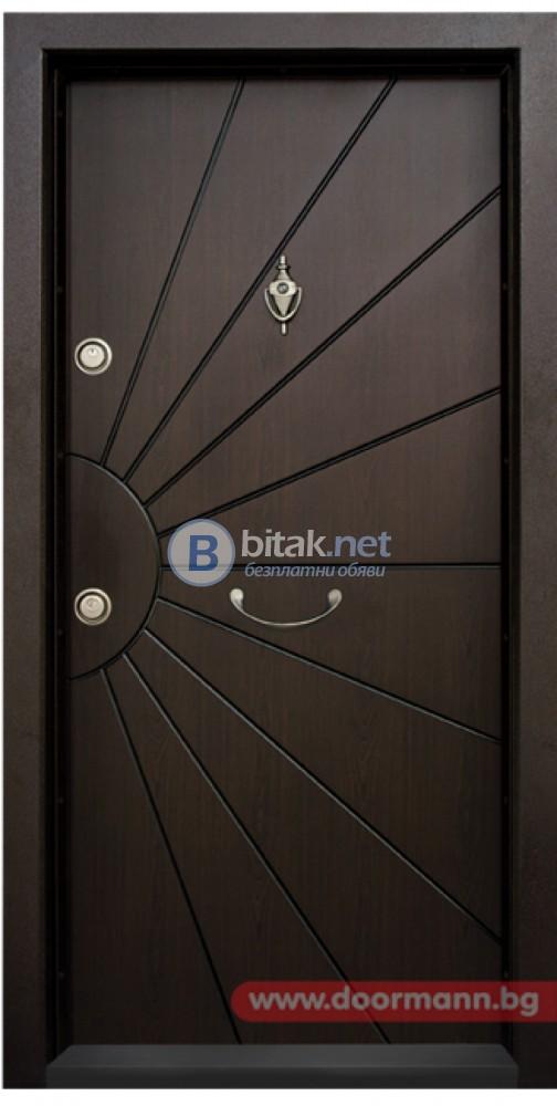 Блиндирана входна врата Модел Т109, цвят Тъмен орех