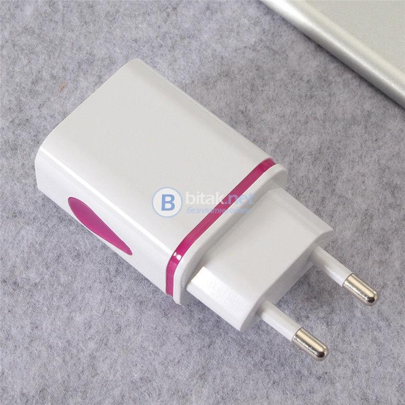 Универсално зарядно с два USB порта и лед светлини за смартфон таблет