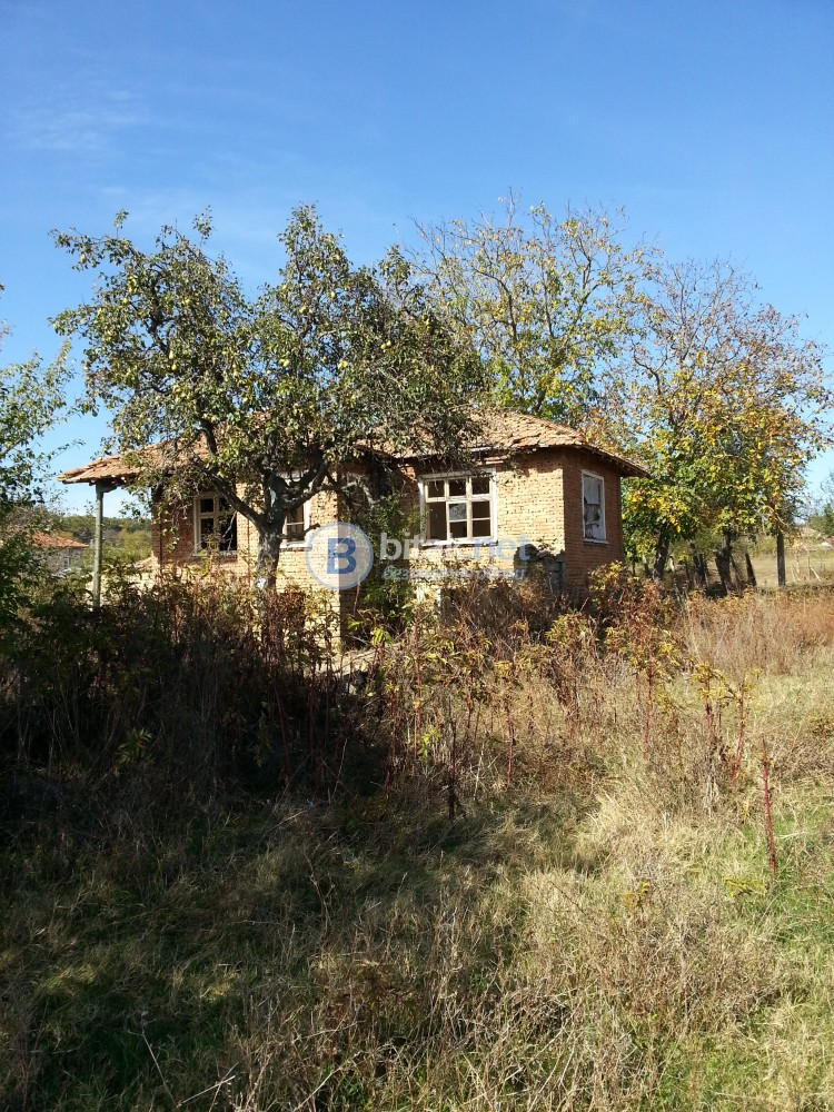 Продавам къща в близост до язовир Тича