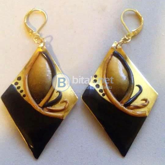 Дамски обеци Златно и черно ръчна изработка от полимерна глина