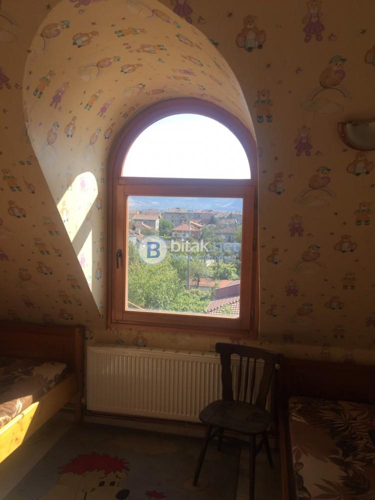 Тристаен апартамент - Прослав