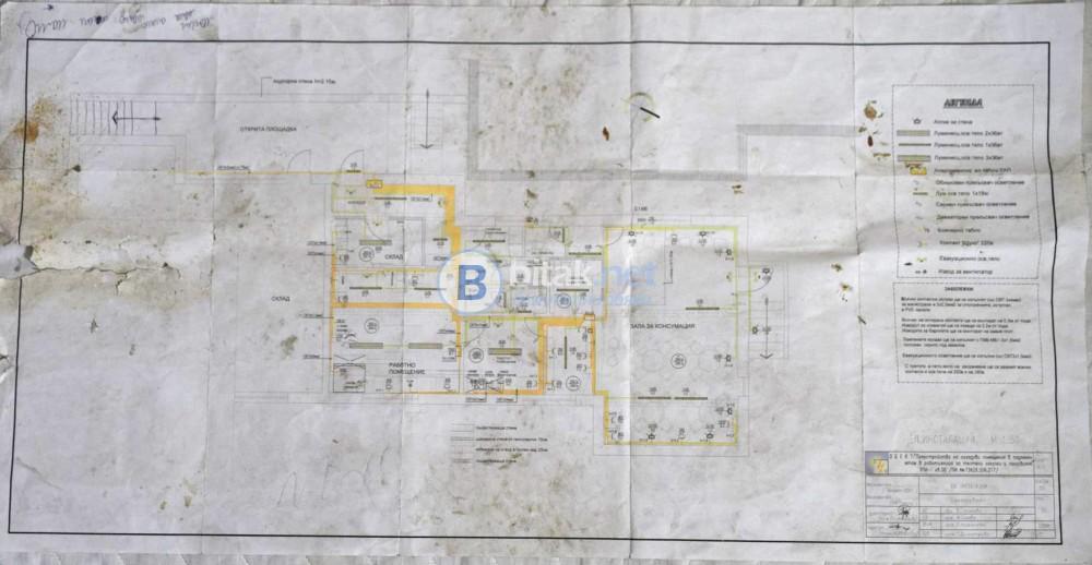 Продавам приземен етаж от търговски обект с площ 250 кв/м