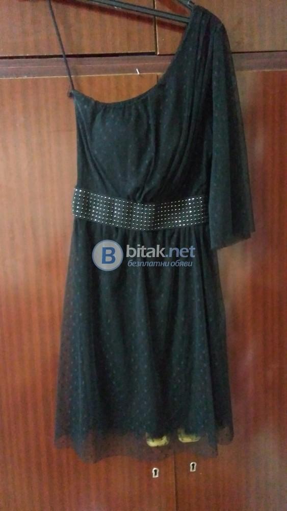 Къса черна рокля с тюл.