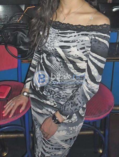 Стилна рокля с дантела и подплата, като нова!!!