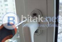 Извършвам ремонт и реглаж на алуминиева и ПВЦ дограма, поставяне и ремонтиране на алуминиеви врати з