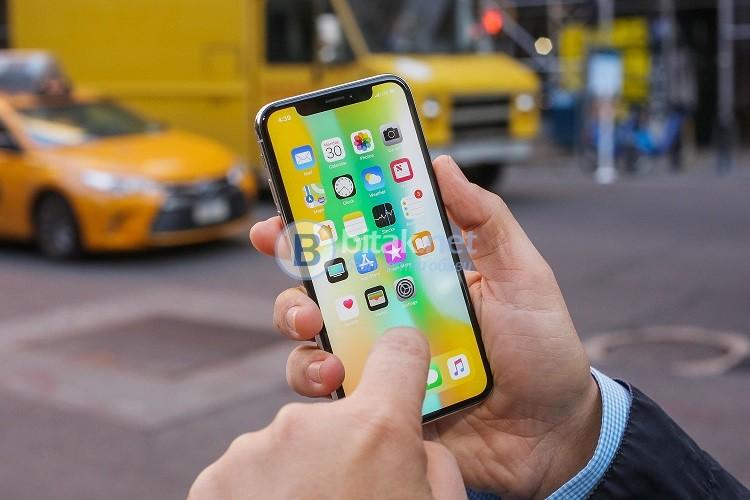 Kупувамe здрави или заключени към iCloud и оператор iPhone X