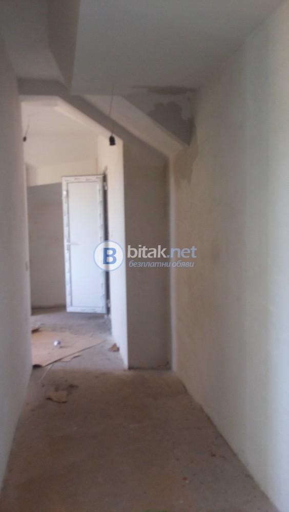Продавам в гр. Плевен нов многостаен апартамент  с  голям гараж изгодно
