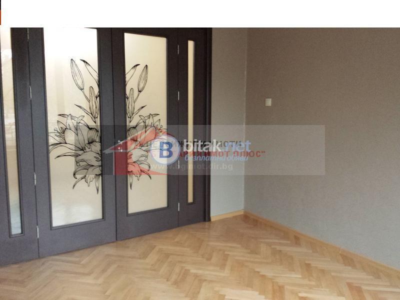 Продава 3-стаен  Център обзаведен отличен ремонтиран 129600 евро за ч.л.