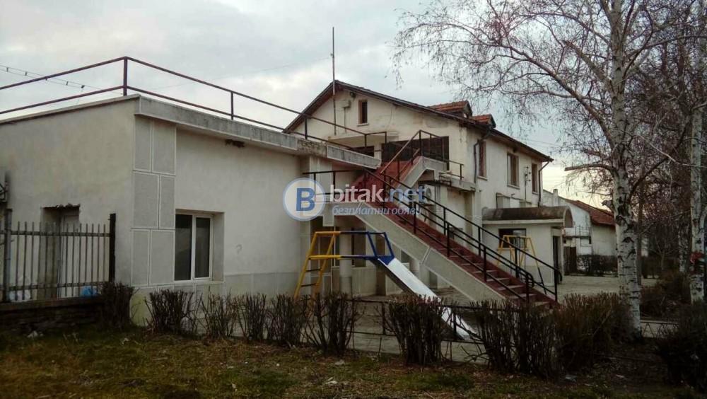 Продава се промишлена сграда на два етажа
