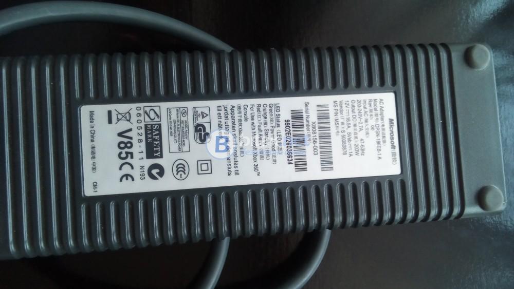 XBOX 360 + контролер - много малко е ползвана