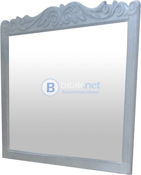 Огледала с дървена рамка