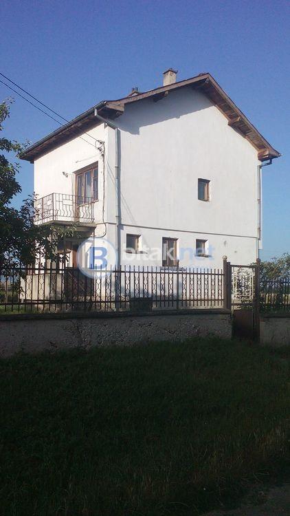 Продаваме къща в с.Априлово