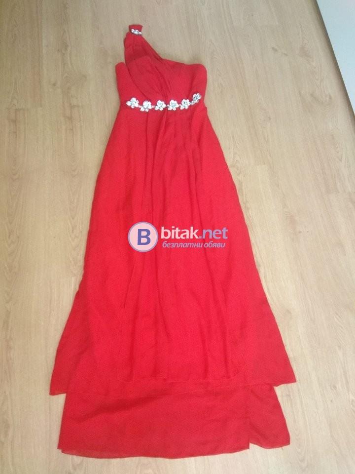 Червена рокля със забележка