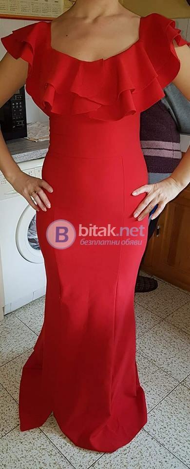 Червена рокля за повод
