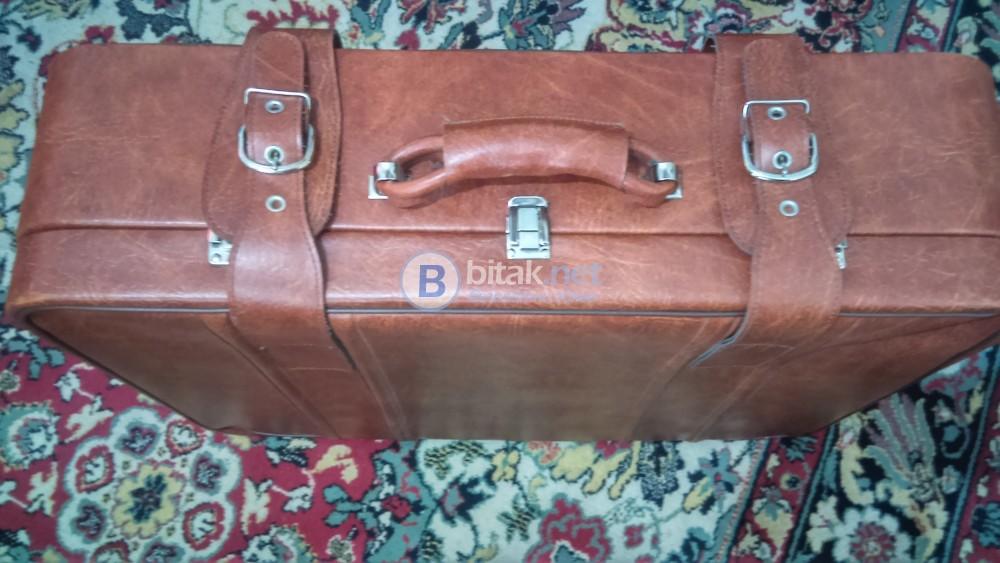 Продавам кожен куфар