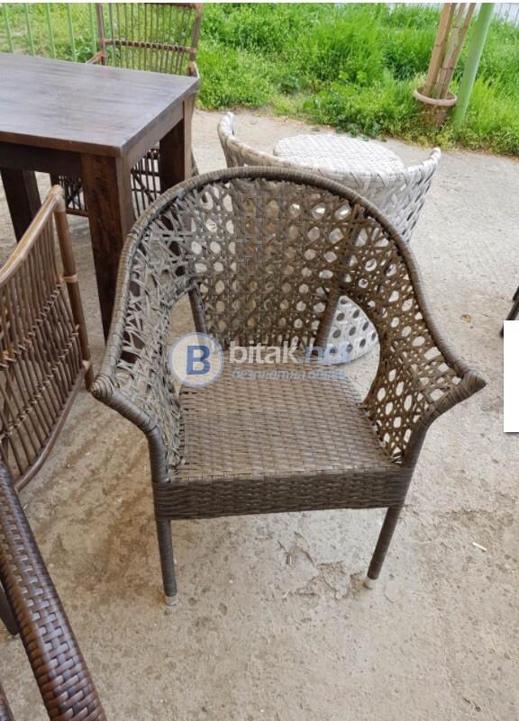 Стилни столове от изкуствен ратан
