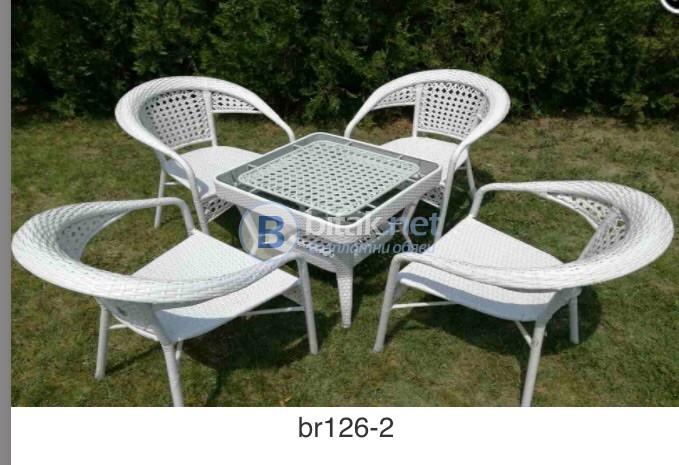 Стилен комплект столове и маса от изкуствен ратан