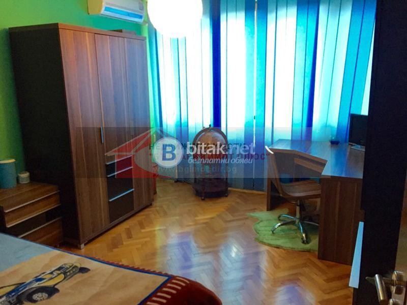 Под наем 3-стаен Красно село обзаведен с нови мебели отличен 800лв. за ч.л.